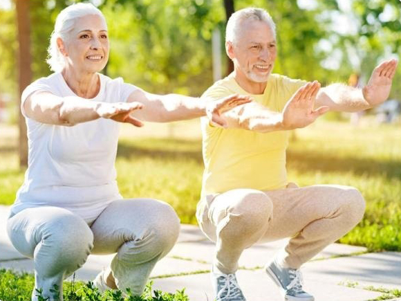 oLDER COUPLE EXERCISING TOGETHER